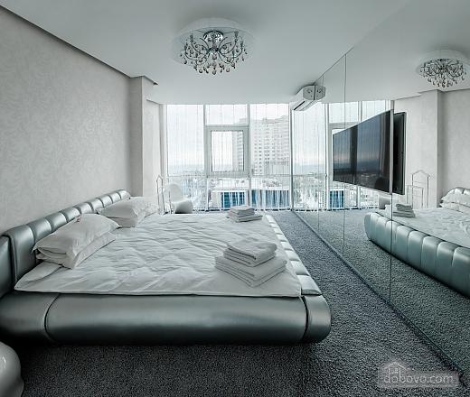 Светлая квартира в Аркадии, 2х-комнатная (96260), 001