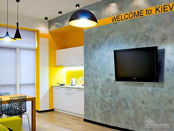 Дизайнерська квартира на Майдані Незалежності (сніданок в подарунок), 2-кімнатна (63531), 002