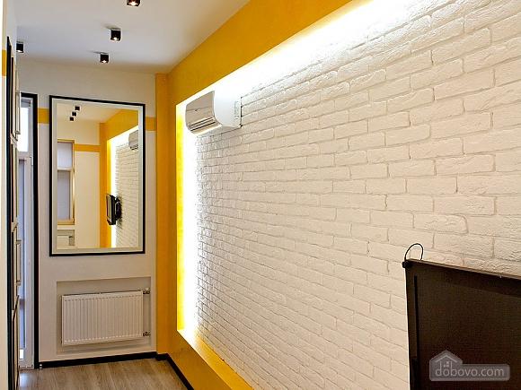 Дизайнерська квартира на Майдані Незалежності (сніданок в подарунок), 2-кімнатна (63531), 006