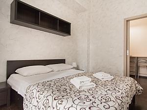 Big apartment at the Ekaterininska, Un chambre, 002