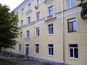 Apartment next to Pivdennyi railway station, Monolocale, 010