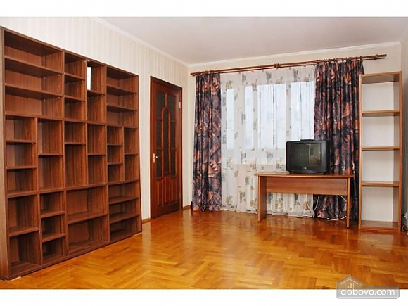 Apartment next to Bolshevik mall, Due Camere (81999), 003
