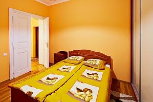 Квартира поряд з Оперою, 2-кімнатна, 004