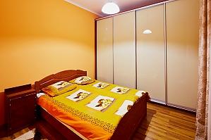 Квартира поряд з Оперою, 2-кімнатна, 001