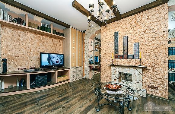 Квартира с дизайнерским ремонтом, 2х-комнатная (56492), 002