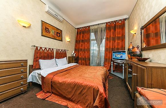 Квартира с дизайнерским ремонтом, 2х-комнатная (56492), 001