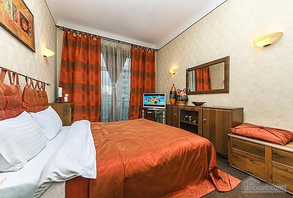 Квартира с дизайнерским ремонтом, 2х-комнатная (56492), 011