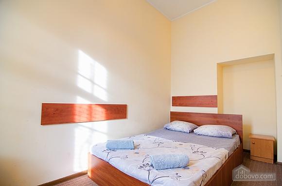Квартира в самом центре, 2х-комнатная (88288), 001