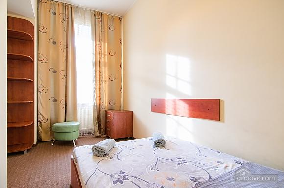 Квартира в самом центре, 2х-комнатная (88288), 002