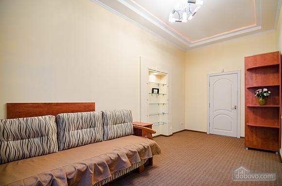 Квартира в самом центре, 2х-комнатная (88288), 005