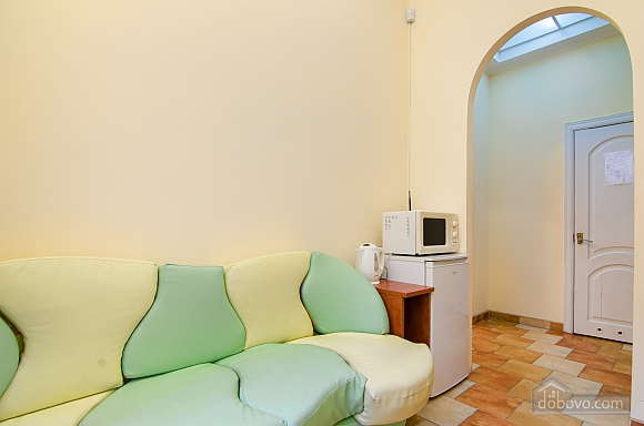 Квартира в самом центре, 2х-комнатная (88288), 008