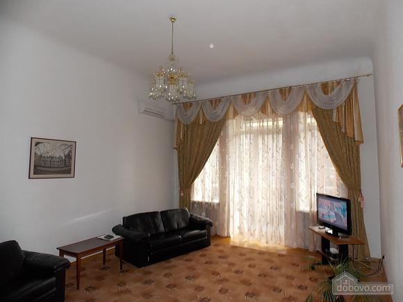 Apartment near the circus, Un chambre (34860), 002