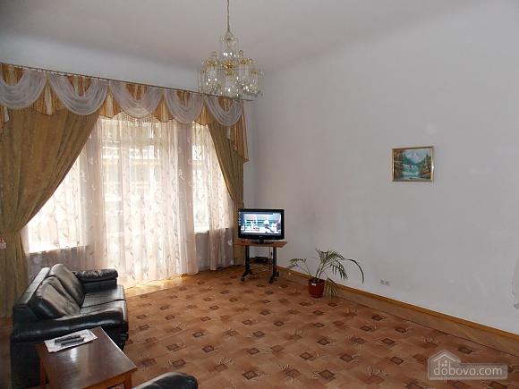 Apartment near the circus, Un chambre (34860), 003