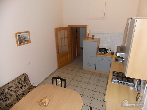 Apartment near the circus, Un chambre (34860), 007