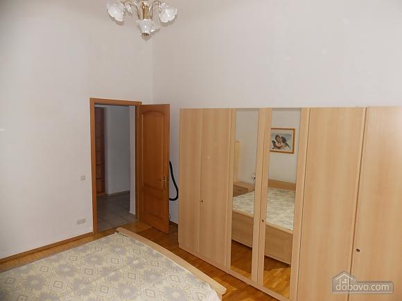 Apartment near the circus, Un chambre (34860), 006