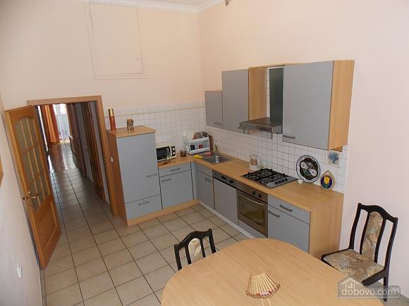 Apartment near the circus, Un chambre (34860), 008