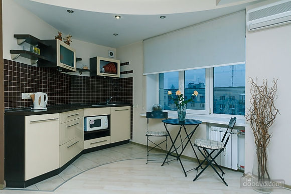 Apartment with a modern renovation, One Bedroom (10355), 003