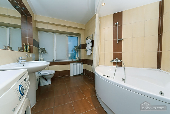 Apartment with a modern renovation, One Bedroom (10355), 006
