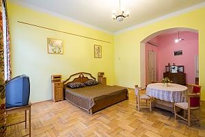 Комфортная квартира в центре, 1-комнатная, 002
