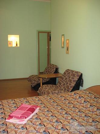 Затишна квартира біля метро Олімпійська, 1-кімнатна (47237), 002