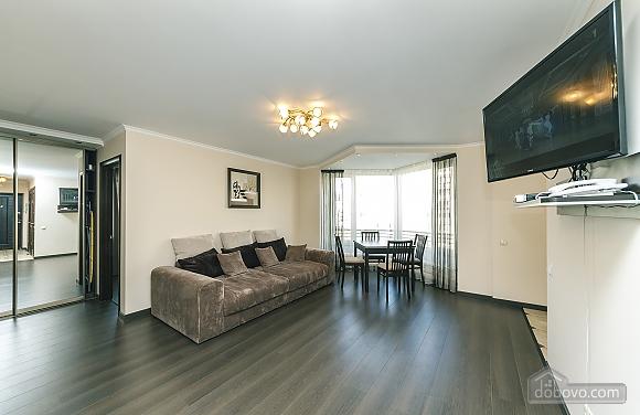 Квартира VIP-уровня, 3х-комнатная (51800), 002