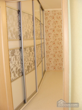 Apartment near the metro station, One Bedroom (80213), 004
