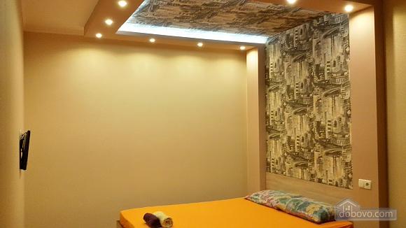 Квартира возле ТРЦ Караван, 1-комнатная (89880), 001