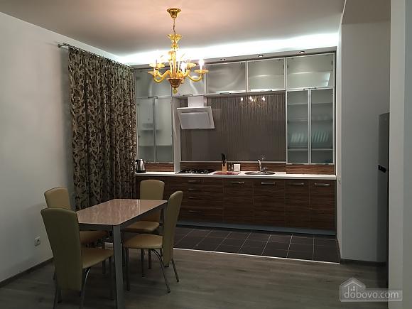 Новые видовые люкс апартаменты в центре, 2х-комнатная (44624), 002