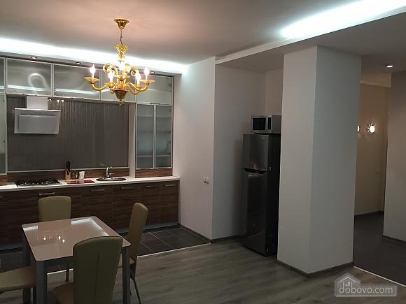 Новые видовые люкс апартаменты в центре, 2х-комнатная (44624), 001