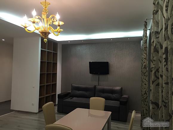 Новые видовые люкс апартаменты в центре, 2х-комнатная (44624), 005