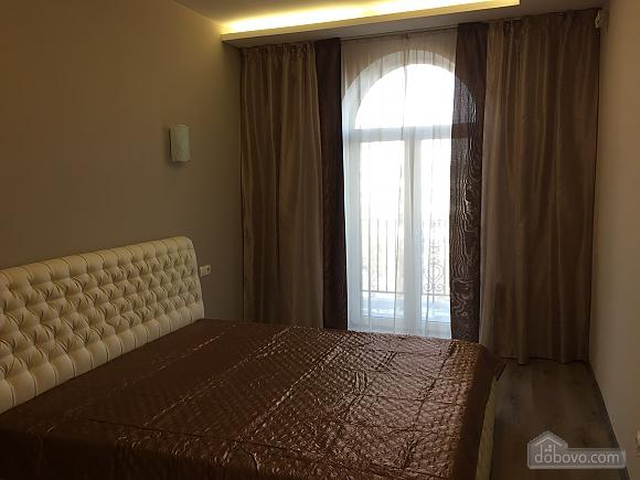 Новые видовые люкс апартаменты в центре, 2х-комнатная (44624), 007