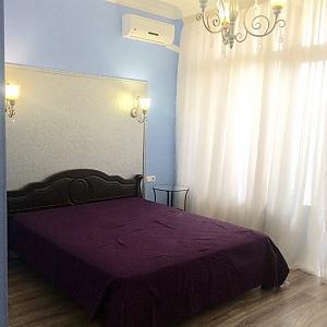 Apartment with designer renovation in a luxury house, Zweizimmerwohnung, 002