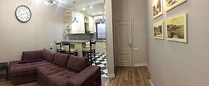 Apartment with designer renovation in a luxury house, Zweizimmerwohnung, 001