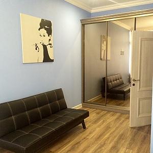Apartment with designer renovation in a luxury house, Zweizimmerwohnung, 004