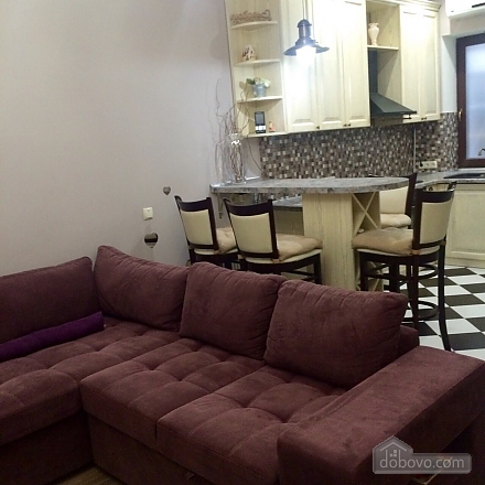 Apartment with designer renovation in a luxury house, Una Camera (15695), 005