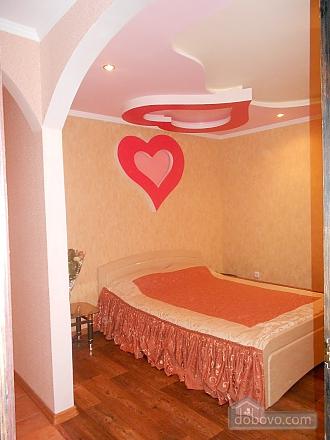 Квартира с дизайнерским ремонтом, 2х-комнатная (14797), 001