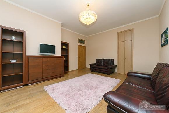 Квартира в центрі міста, 3-кімнатна (11379), 001
