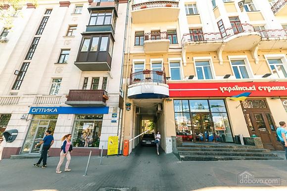 Квартира в центрі міста, 3-кімнатна (11379), 002