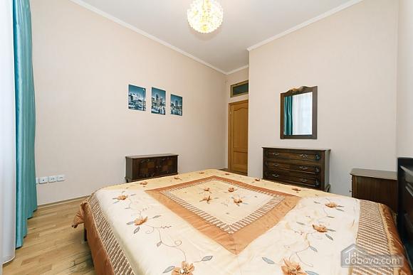 Квартира в центрі міста, 3-кімнатна (11379), 011