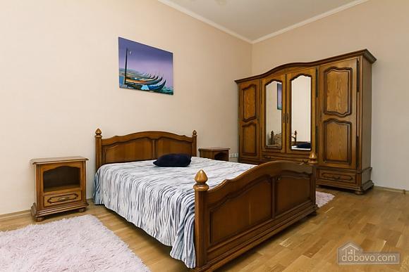 Квартира в центрі міста, 3-кімнатна (11379), 014