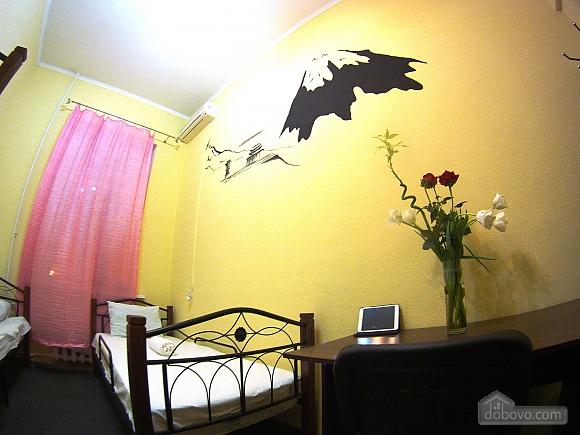 Bed in 5-beds hostel, Studio (77425), 001