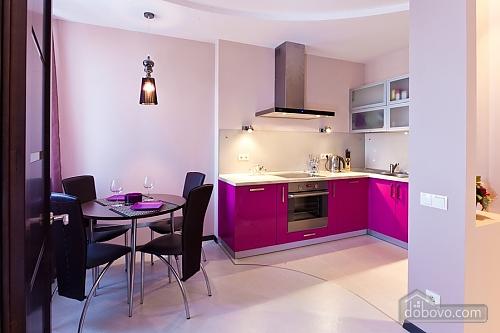 Уютная новая квартира в близости к центру, 2х-комнатная (70018), 001