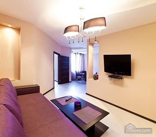 Уютная новая квартира в близости к центру, 2х-комнатная (70018), 005