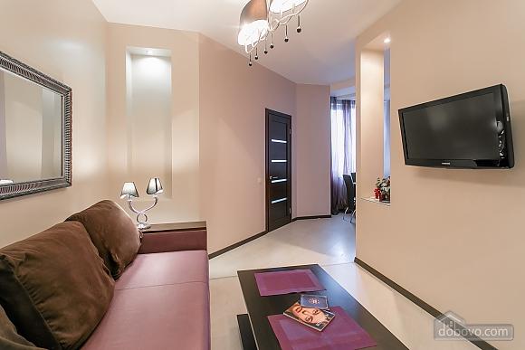 Уютная новая квартира в близости к центру, 2х-комнатная (70018), 002