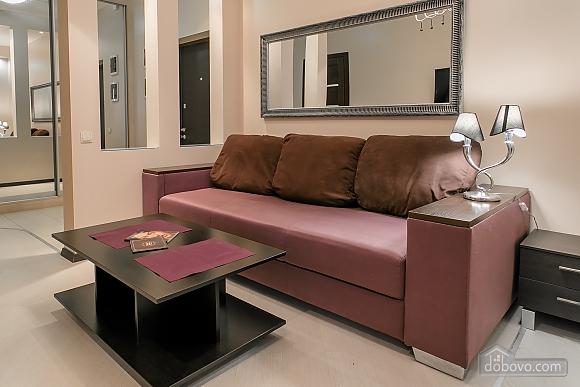 Уютная новая квартира в близости к центру, 2х-комнатная (70018), 003