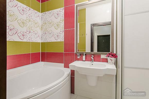 Уютная новая квартира в близости к центру, 2х-комнатная (70018), 011