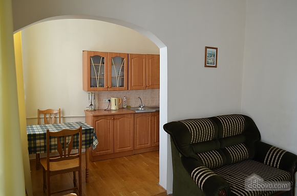 Квартира на вулиці Десятинній, 2-кімнатна (70348), 002