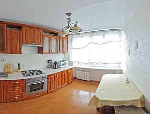 The apartment is near Olimpiiska station, One Bedroom, 003