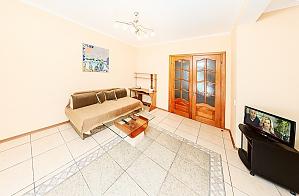 Apartment next to Kreshatik, One Bedroom, 001