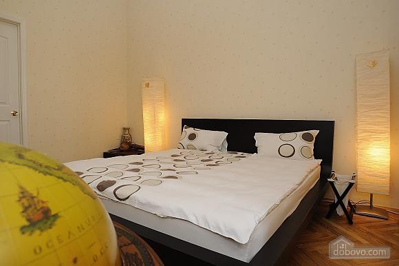 Відмінна квартира в центрі міста в тихому місці, 2-кімнатна (21062), 010